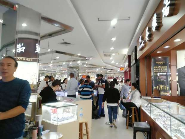 shops in Guangzhou watch market 4