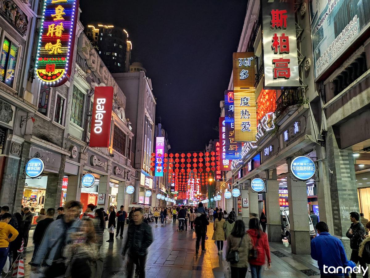 Tourist in Guangzhou Shangxiajiu Walking street