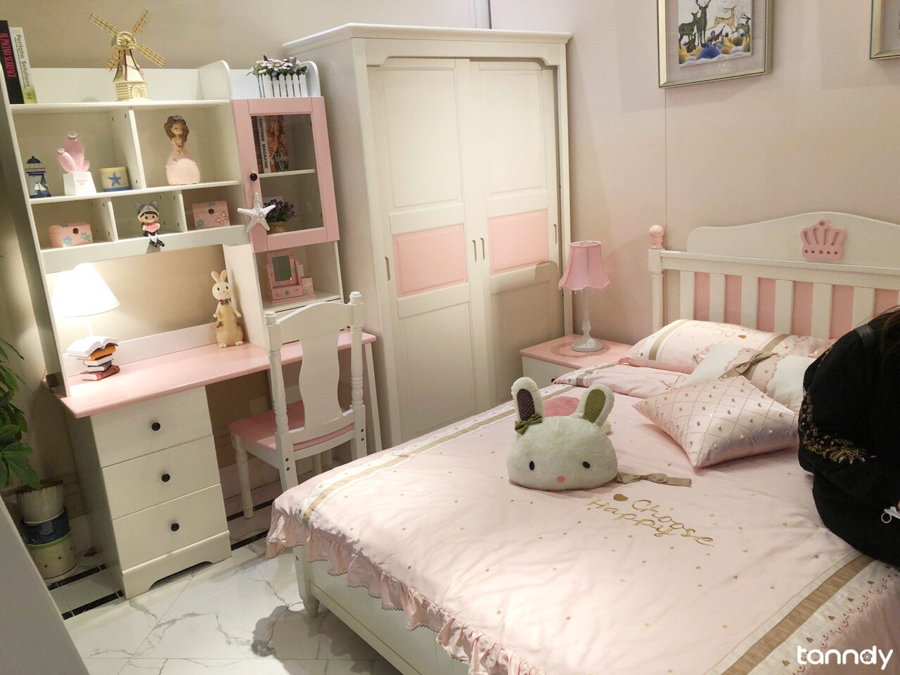 Pink-color-style-furniture-kits-for-kids-bedroom