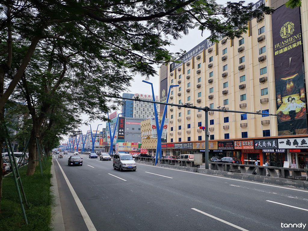 Furniture-market-street-in-Foshan-Shunde