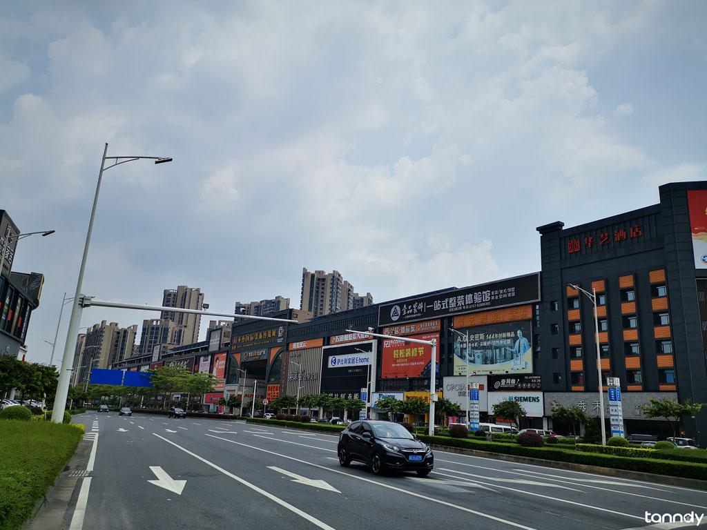 Gate of Huayi building materials market