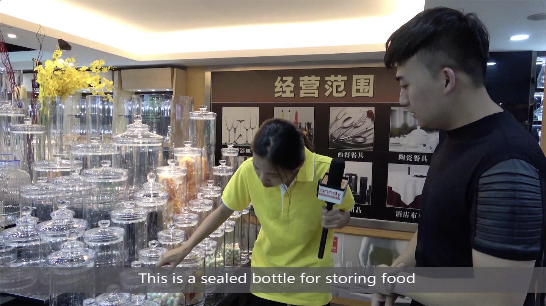 Sealed bottle for storing food