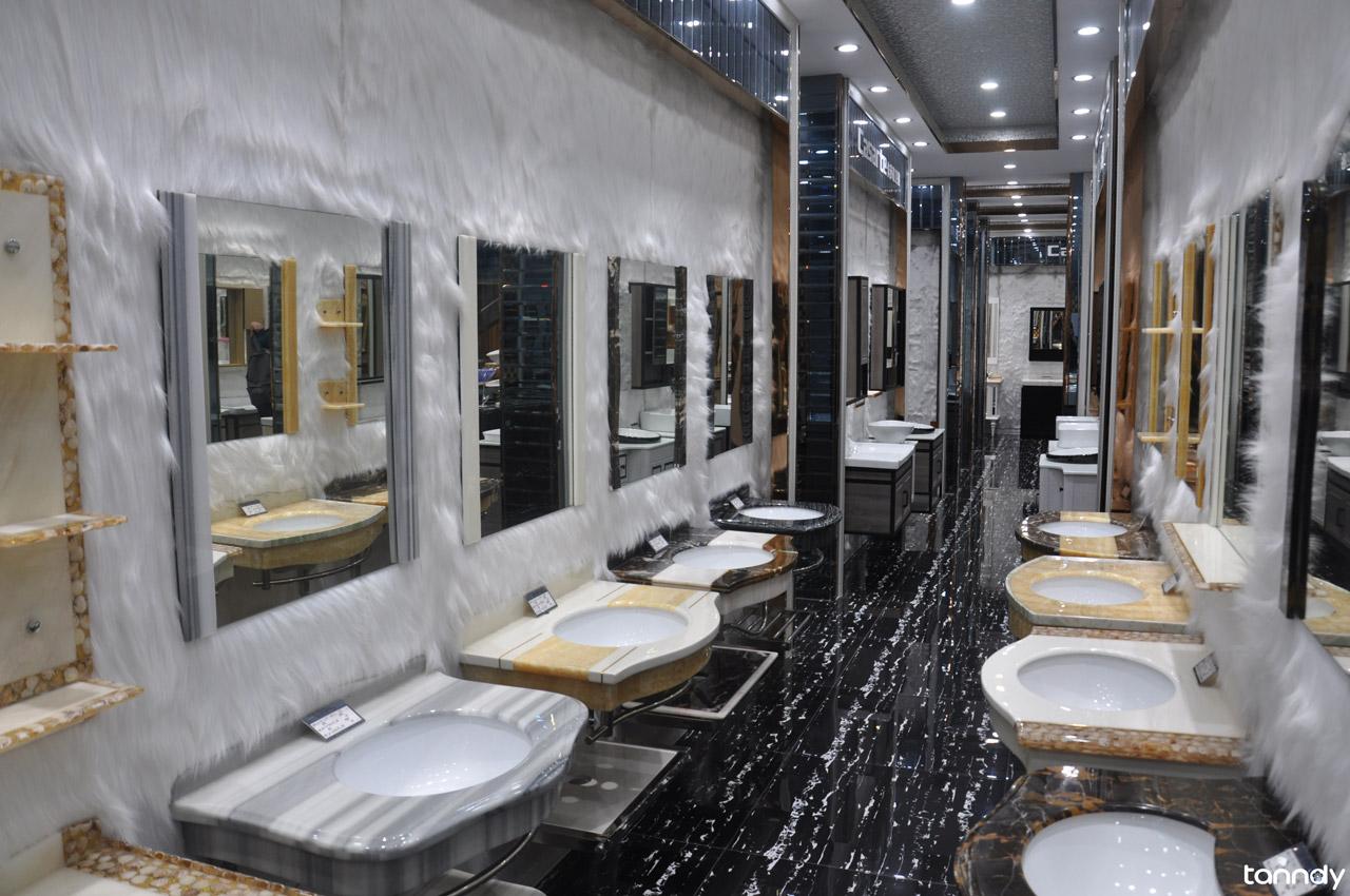 Bathroom-cabinet-showroom